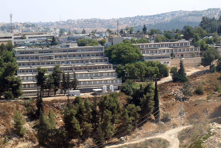 Israël: selon le Dr Kobi Haviv, directeur médical de l'hôpital Herzog à Jérusalem, La plupart des patients atteints de Covid-19 sont entièrement vaccinés