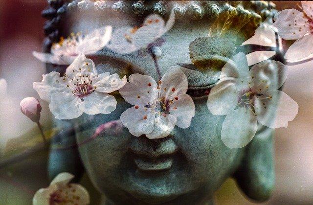 D'après les religions traditionnelles, chaque rencontre a un sens: on parle d'affinité prédestinée ou de relation karmique