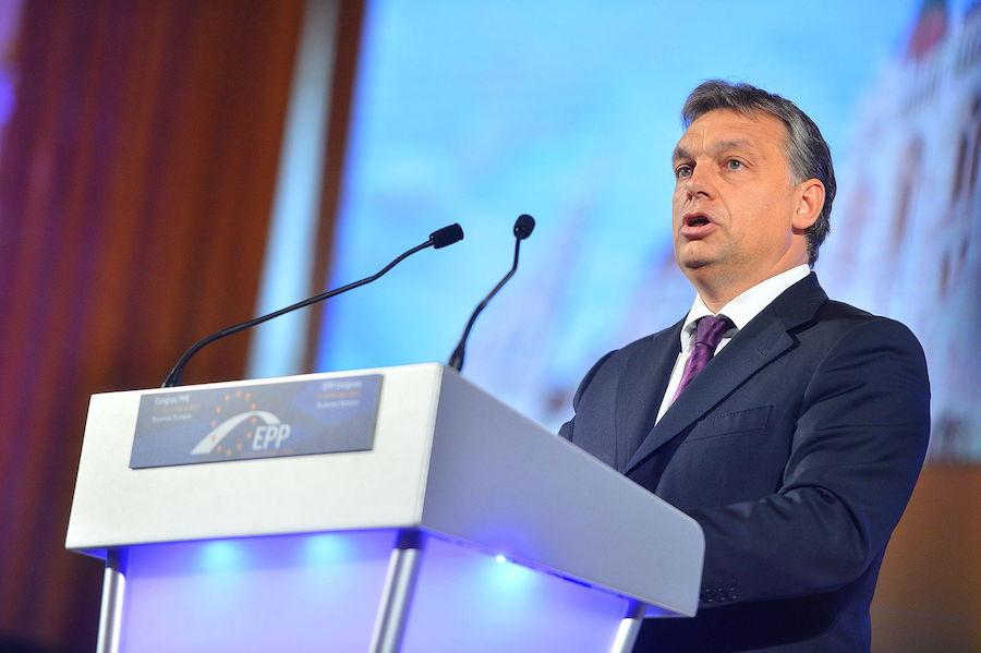 Le Premier ministre hongrois Viktor Orban défie les libéraux occidentaux